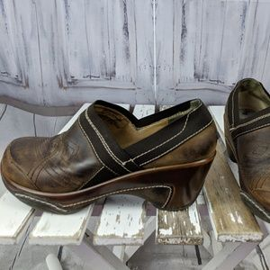 white mountain 7 7W leather clogs work career